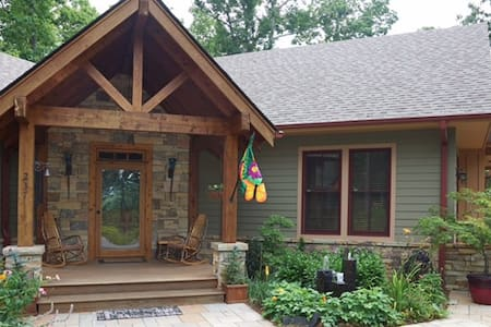 Western North Carolina Mountain Top Retreat - Saluda
