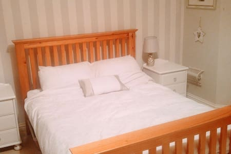 Period 2 bed flat, walking distance to station. - Saint Albans - Wohnung