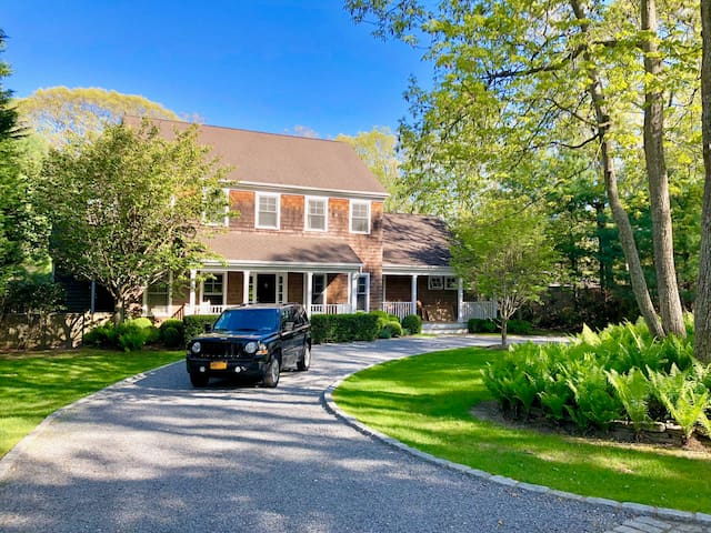 Designer home in East Hampton !