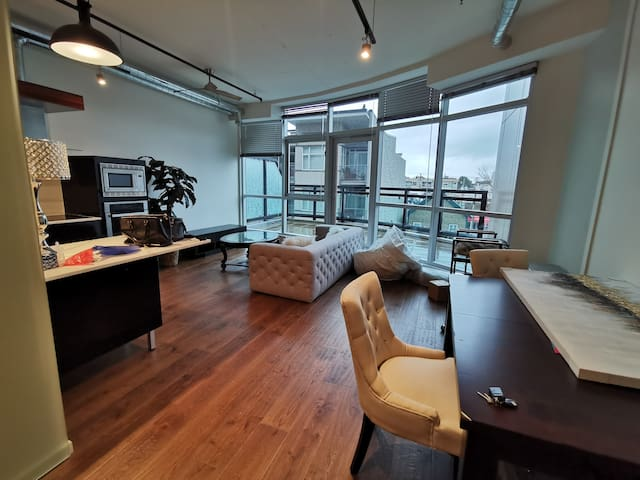 Long-term luxury condo in downtown