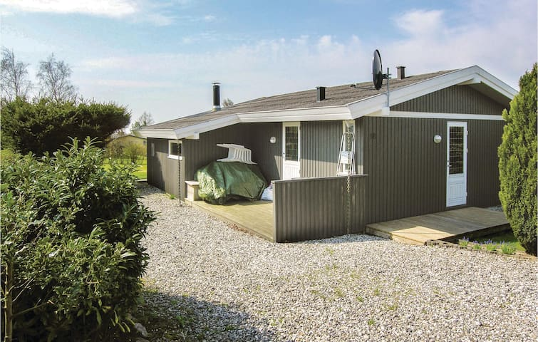 Holiday cottage with 2 bedrooms on 65 m² in Rønde