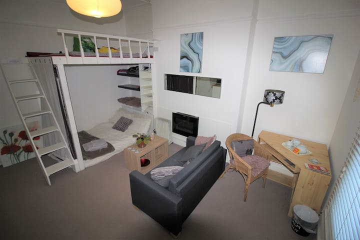 STUDIO FLAT Close to Seafront and Everything!
