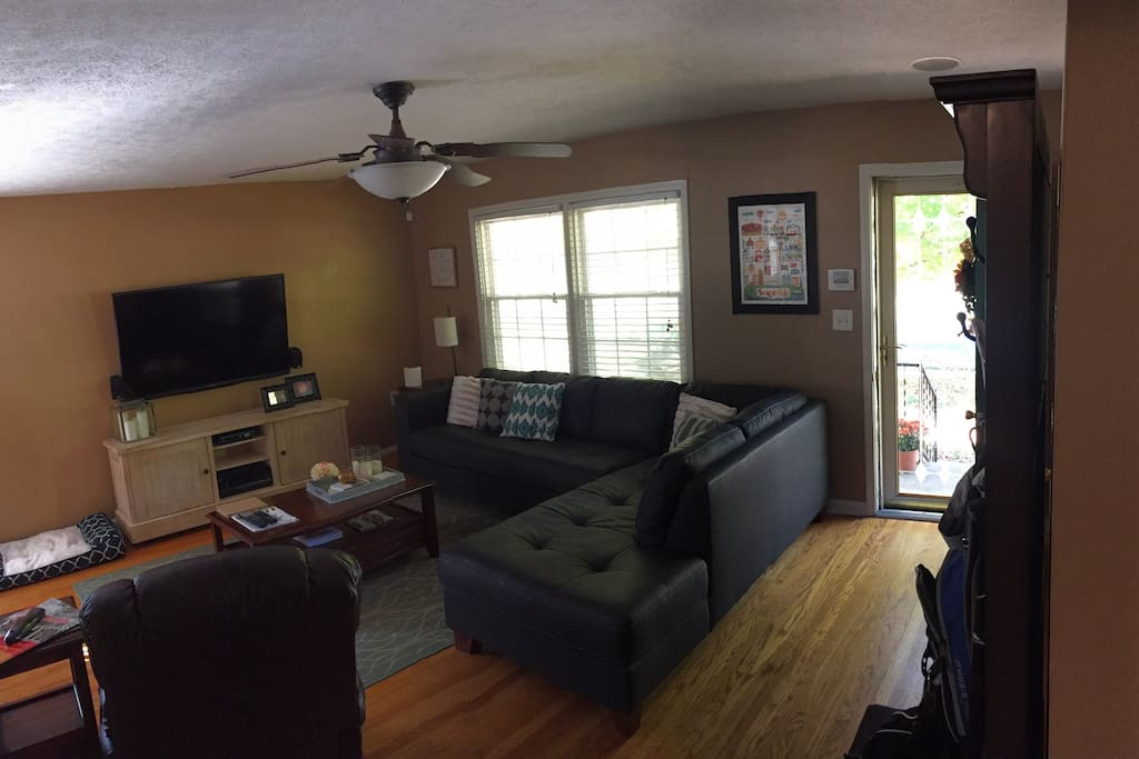 Living Room is in the process of getting a face lift as well to go with new Kitchen. Update will be complete by Mid-March.