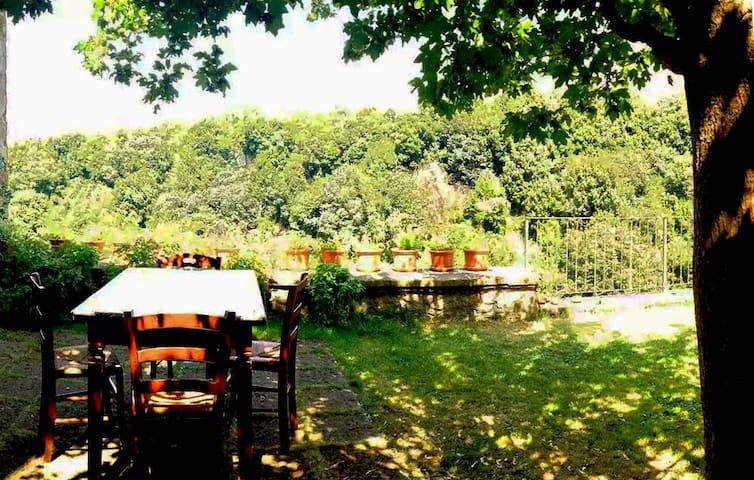 Casetta con giardino sulla rupe (cliffgarden)