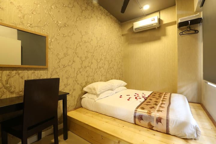 SK HOMESTAY QUEEN ROOM WITH SHARED BATHROOM