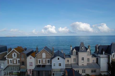 Le Dugesclin - Apartement en résidence - Vue Mer.