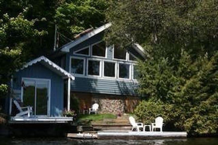 Spacious cottage on Salerno Lake