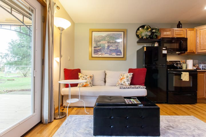 Private Apt, 1BR COUNTRY feel & modern amenities. - Hillsboro - Appartement