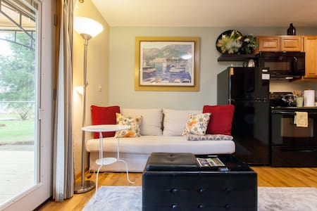 Private Apt, 1BR COUNTRY feel & modern amenities. - Hillsboro - Leilighet