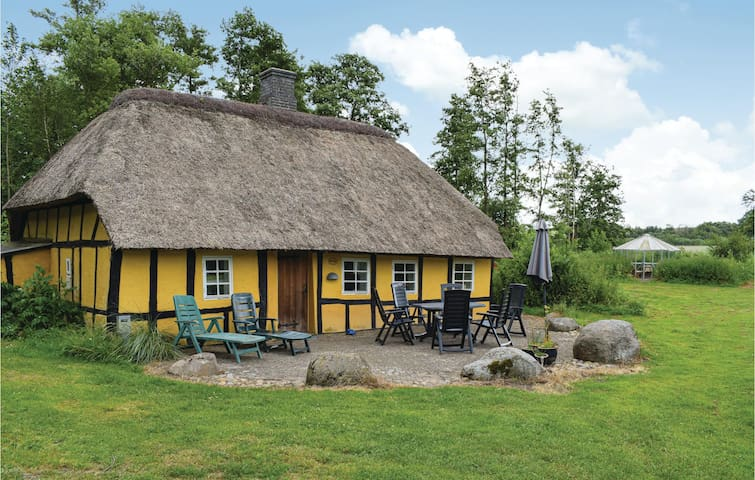 Holiday cottage with 2 bedrooms on 60m² in Juelsminde