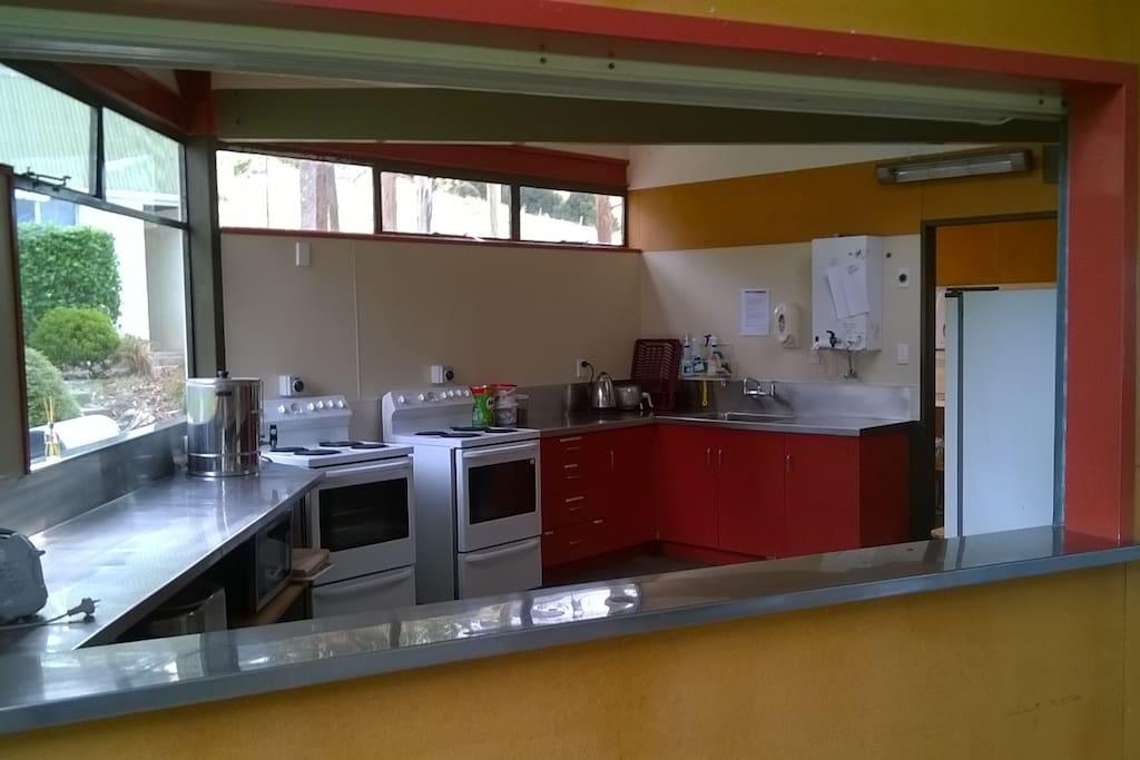 Shared kitchen/dining facilitites