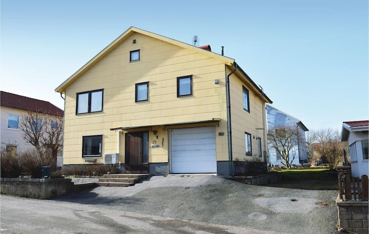 Holiday cottage with 3 bedrooms on 130m² in Kungshamn