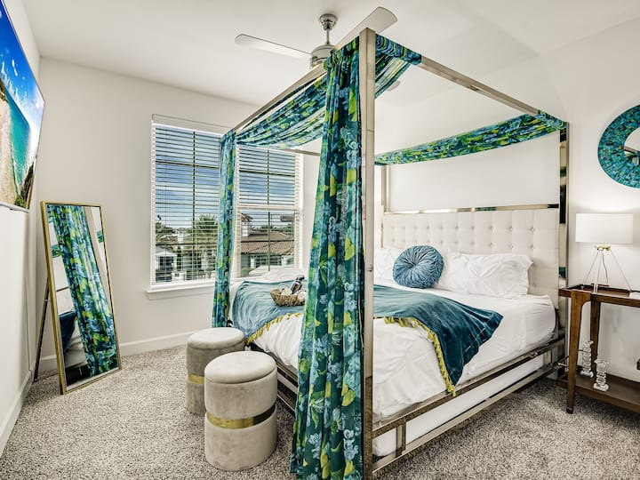 Upscale Pool Side Paradise North Austin ★ King Bed