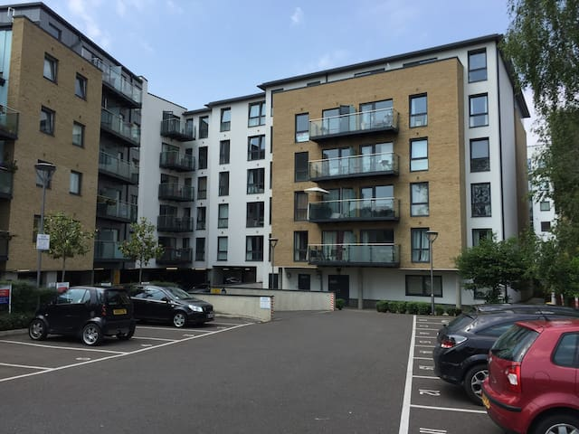 Gated parking, station to London < 10 mins - Bromley - Apartamento