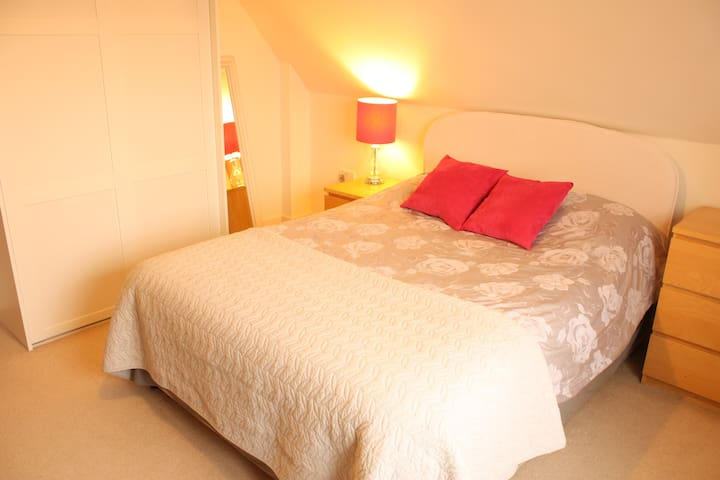 Double room, 4 minute walk from train station. - Shepreth - Casa