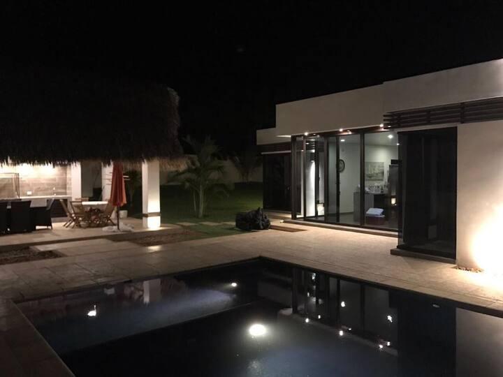 Moderna Casa de Playa carretera a Monterrico!!!