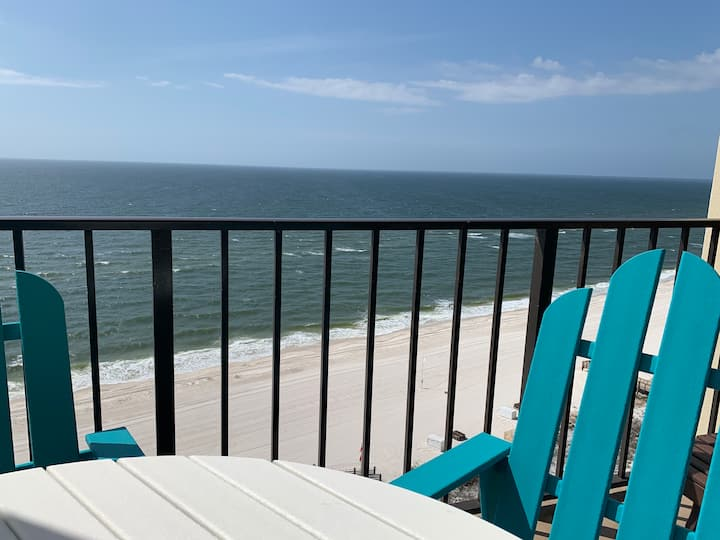 Beachfront - PENTHOUSE - Breathtaking Views!