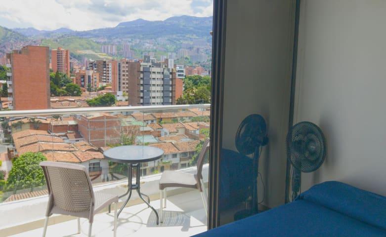 Small Studio, Top Floor, Balcony, Great View,  802