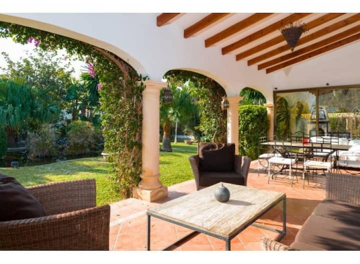 Holiday villa, tropical garden,heated pool,6pers