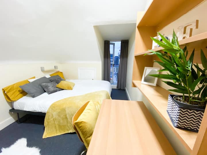 Spacious 3 bed duplex in Chelsea 35% off