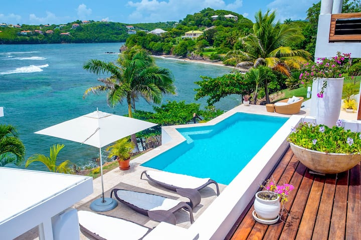 Relax & Recharge -Stunning Luxury Waterfront Villa