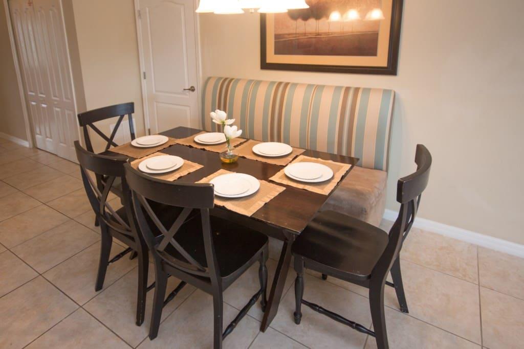 Dining Room - Seats 6