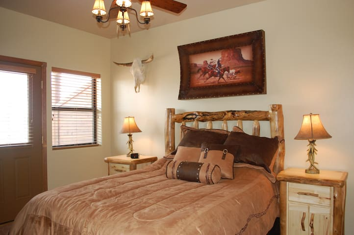 Bison Ridge Condo with great views. Sleeps 4, Free Wi-Fi and close to town. - Show Low - Byt