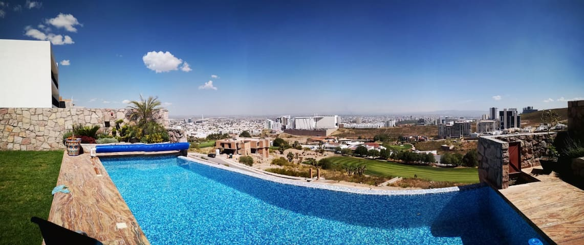 Doppelzimmer in Luxus Pool Villa am Golfplatz
