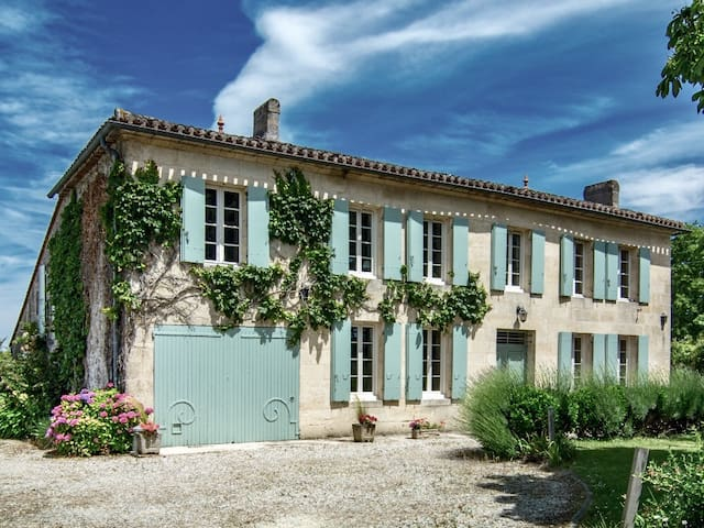 Lovely family holiday home nr Saint-Emilion for 10