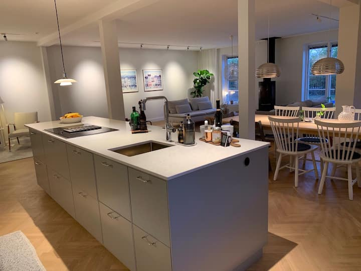 Large house with pool 10 min from Stockholm City