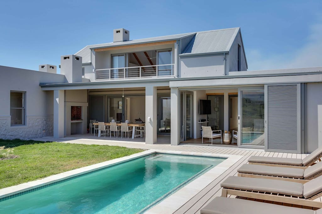 Klein slangkop beach house houses for rent in cape town for Beach house design cape town