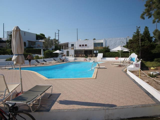 Beautiful house with shared Pool near Sounio
