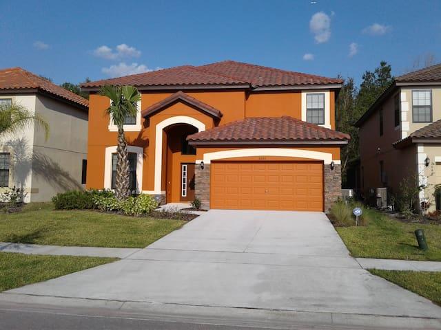 Brand new house at Disney area, gated, sleeps 12