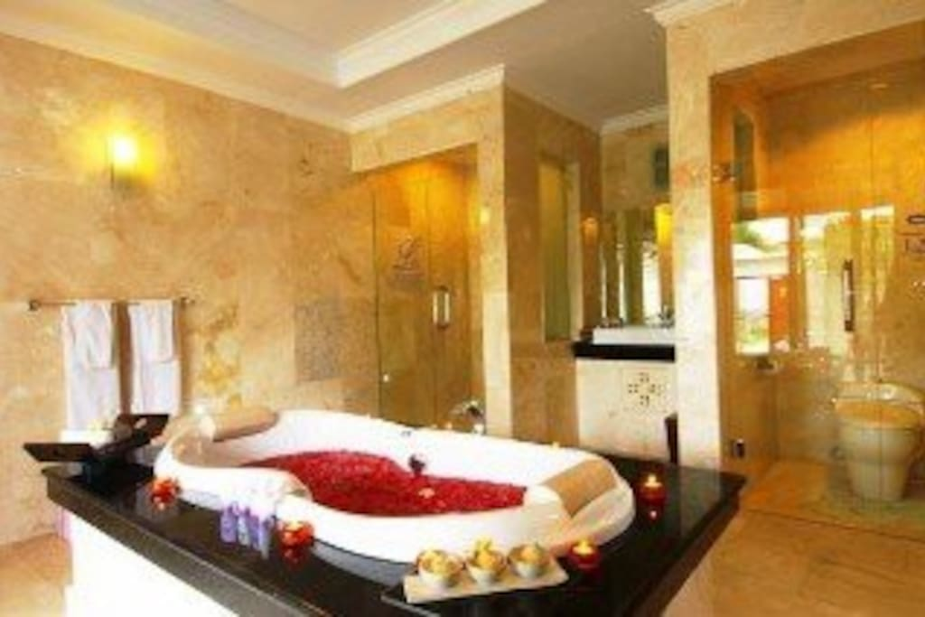 Honeymoon Bath Tub