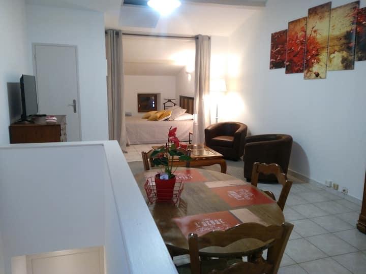 Appartement, agréable dans village typique.