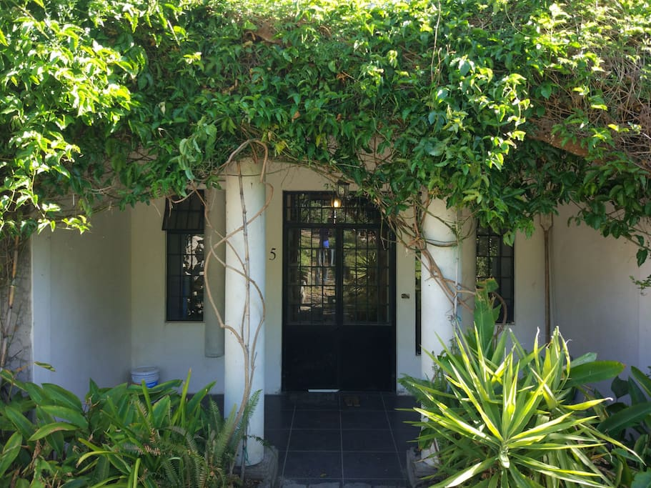 Entrance Lakeview Apartment