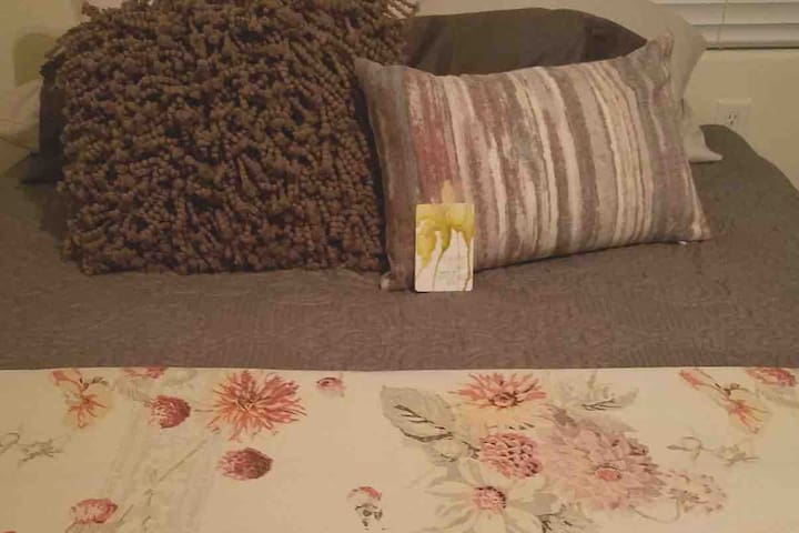 Emily's Nest~ Travel Nurses Welcome (3 months+)