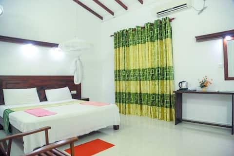 Spacious Double Room#AC,Breakfast,WiFi,Hot Water