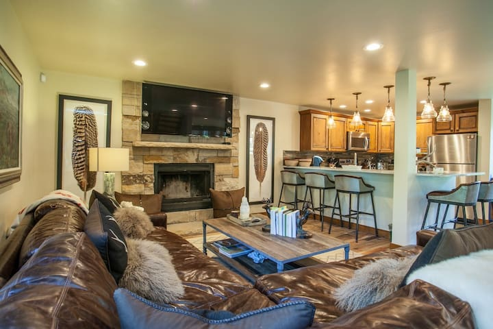 Easy Bus Access to Vail Mtn, Private Hot Tub, Recently Remodeled, Great for Families, East Vail!