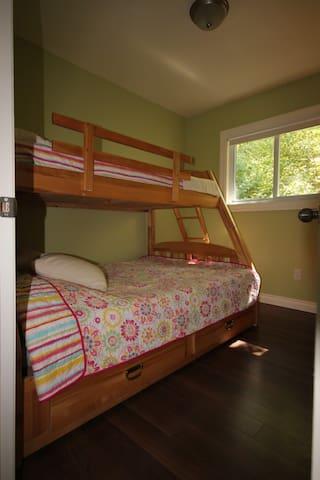 Third Bedroom - Bottom bunk twin & Top bunk single