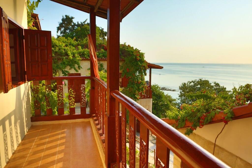 Your Balcony Alt view