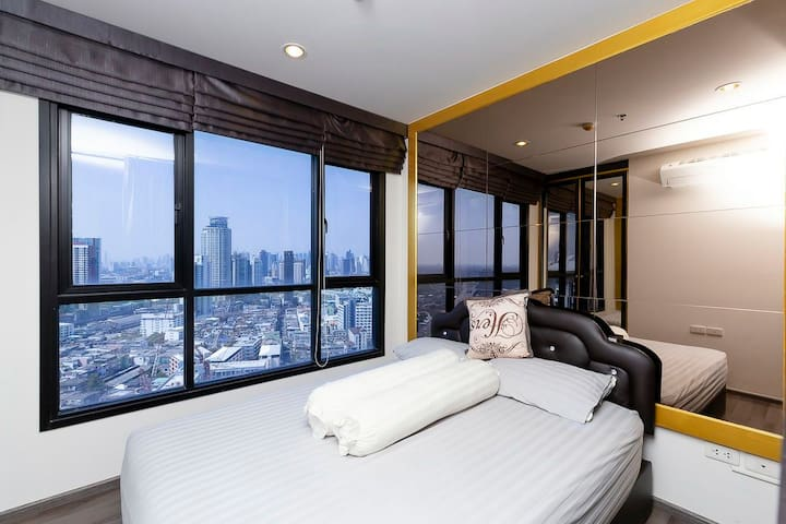 High floor, quite and cosy room