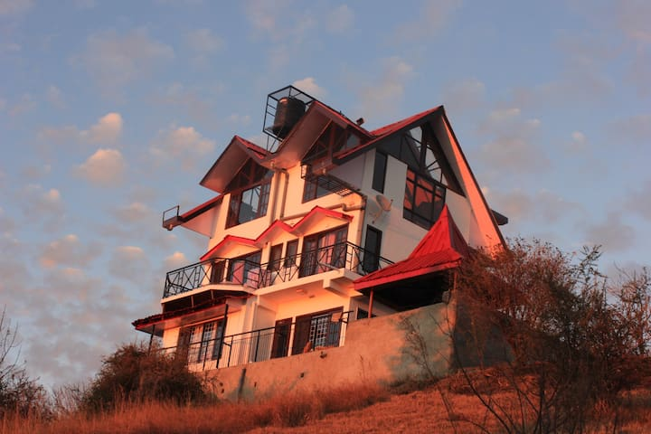 Luxury Cottage On A Mountain Top !! - Shimla - Villa