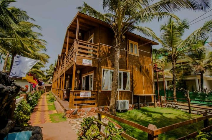 Wooden cottage room with pool near Arambol beach