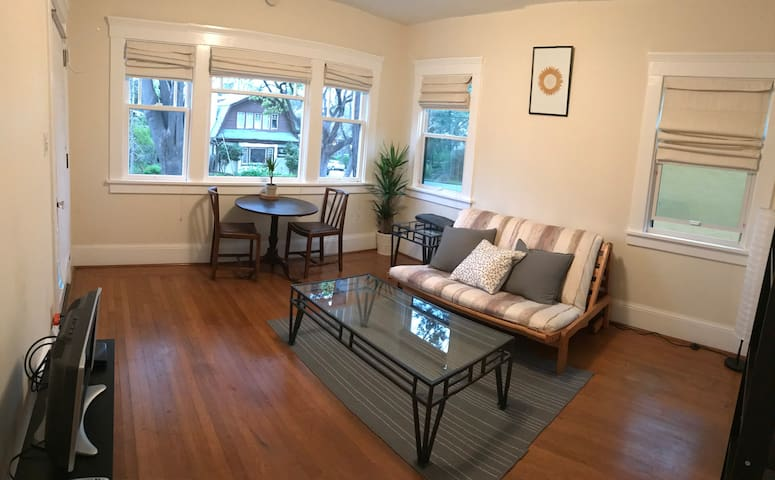 Delightful 1 bedroom apartment in North Berkeley