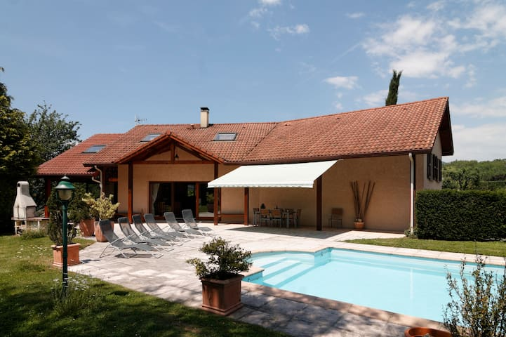 Villa + pool between Grenoble and ski resorts