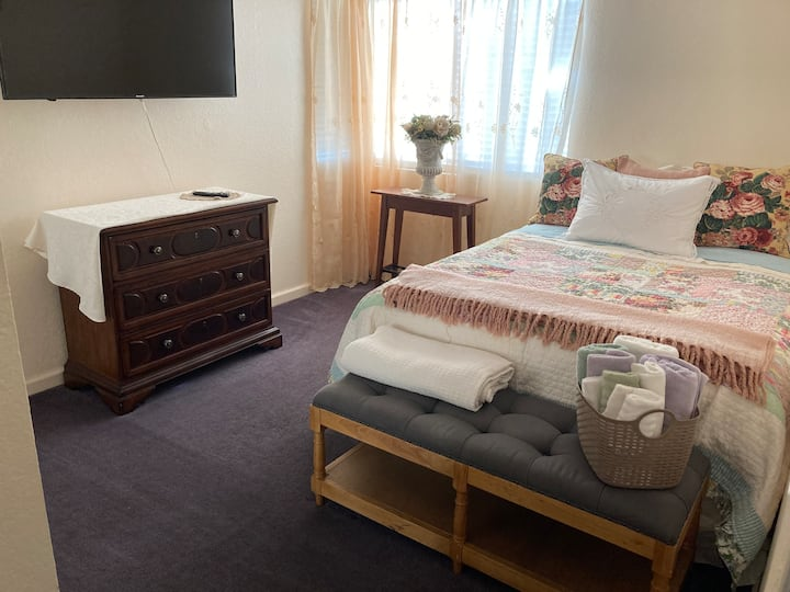 Enjoy 2 bedrooms, business or pleasure in Rialto