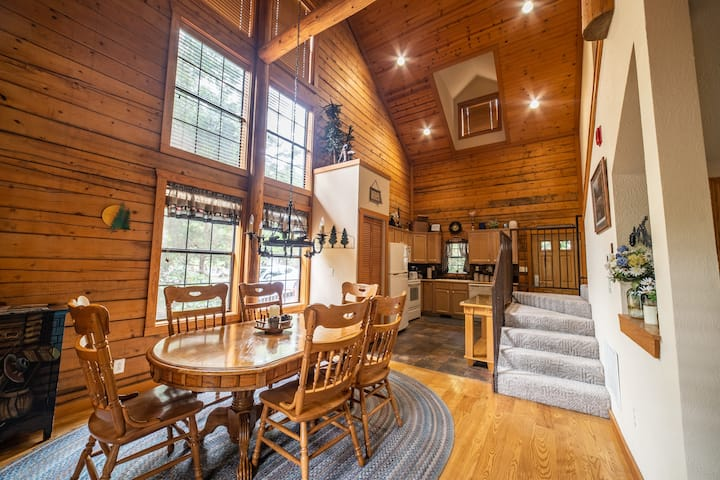 2 Bed, 2 Bath Cabin w/ Fireplace & Covered Balcony