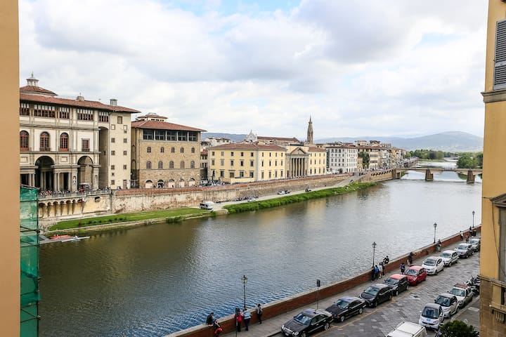1 double room, splendid view to the river Arno