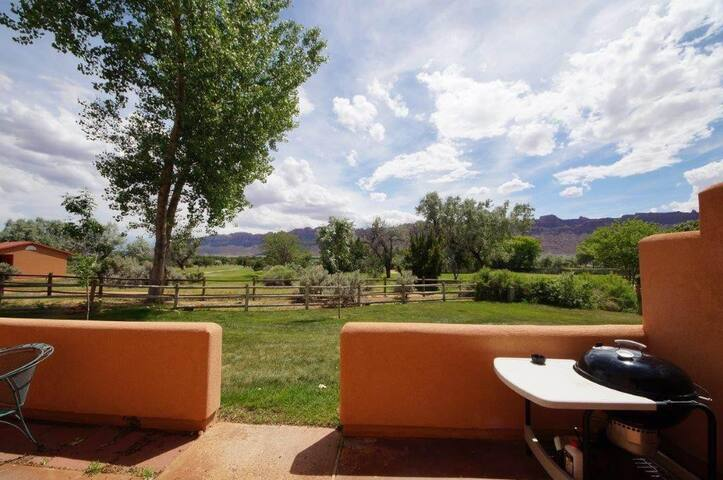 Right On Moab Golf Course with Rim Views. CR3378